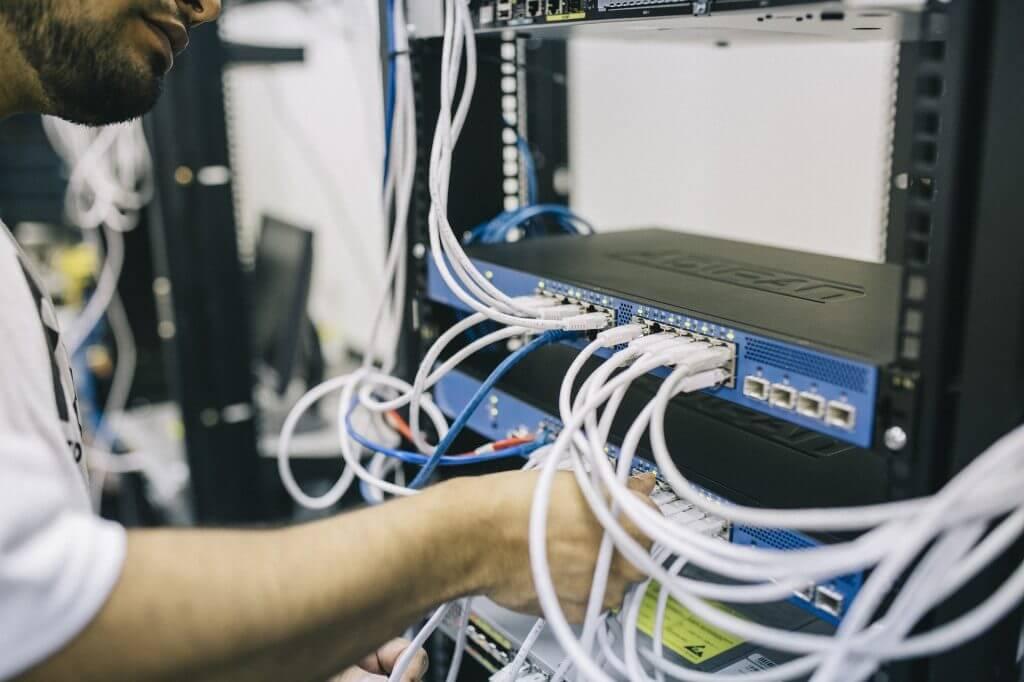 ネットワークエンジニアは高卒でもOK!転職を成功させるアドバイス